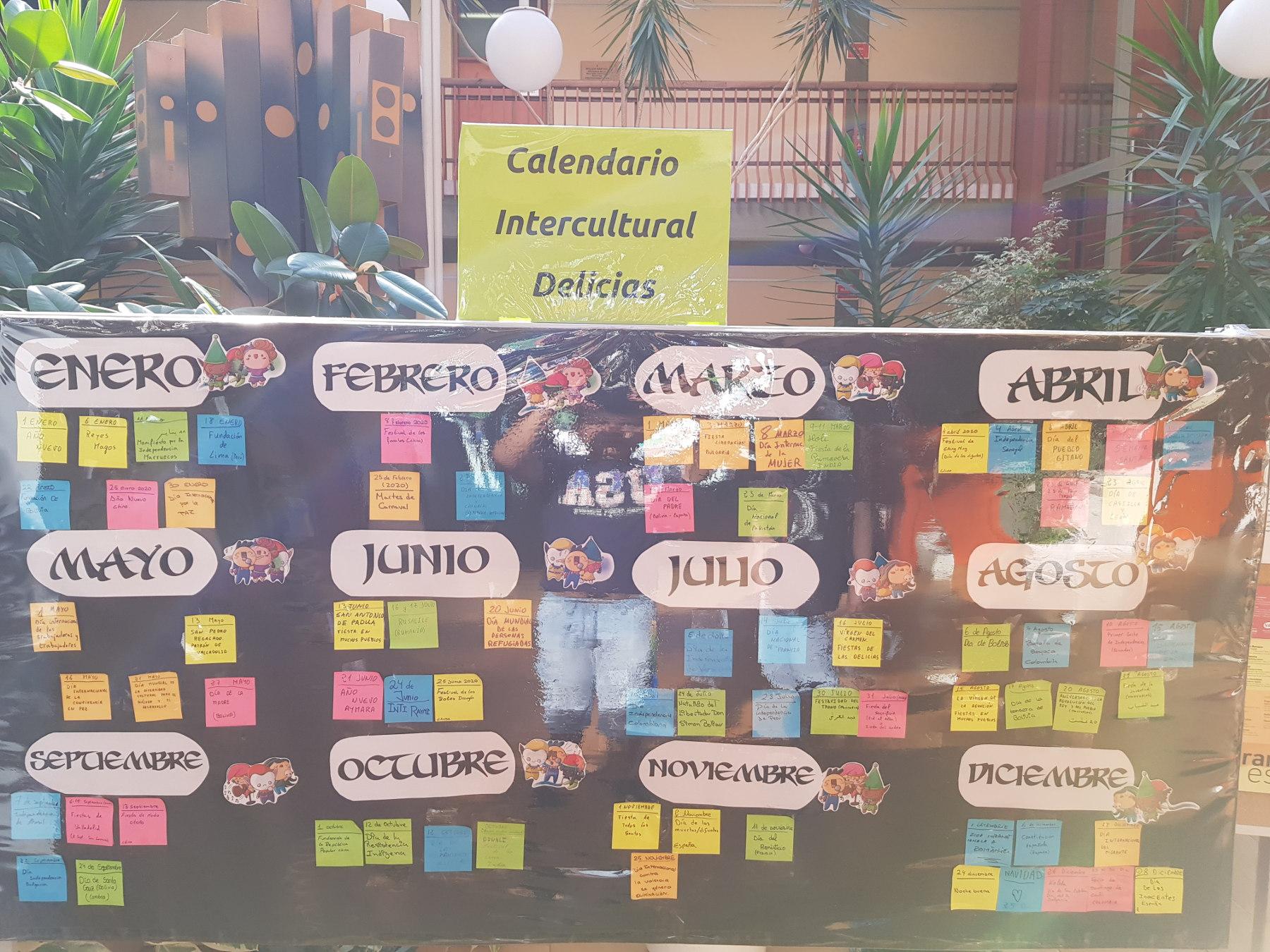 Imagen del calendario intercultural mural instalado provisionalmente en el CC Delicias